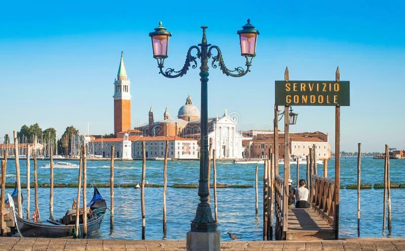 Gondel op Kanaal Grande met de kerk van San Giorgio Maggiore in Venetië, Italië stock foto