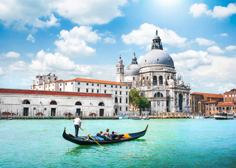Gondel op Kanaal Grande in Venetië, Italië stock foto's