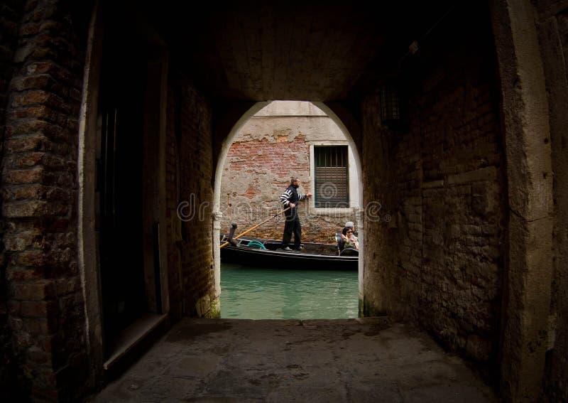 Gondel op Kanaal in Venetië royalty-vrije stock afbeeldingen