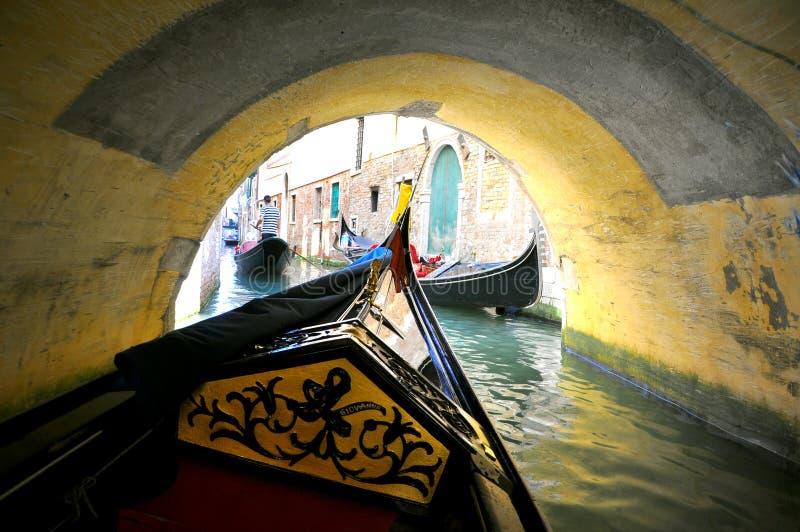 Gondelfahrt in Venedig, Italien lizenzfreie stockbilder