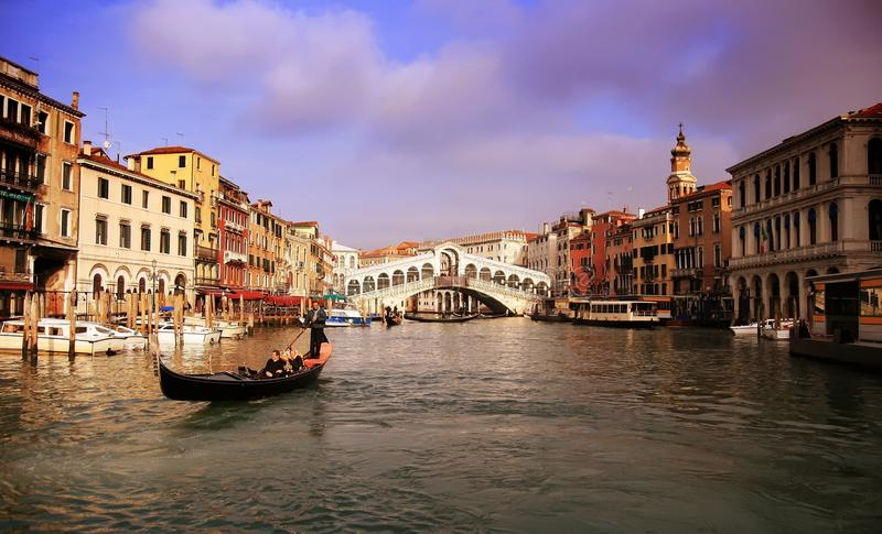 Gondelier in Grand Canal royalty-vrije stock afbeelding