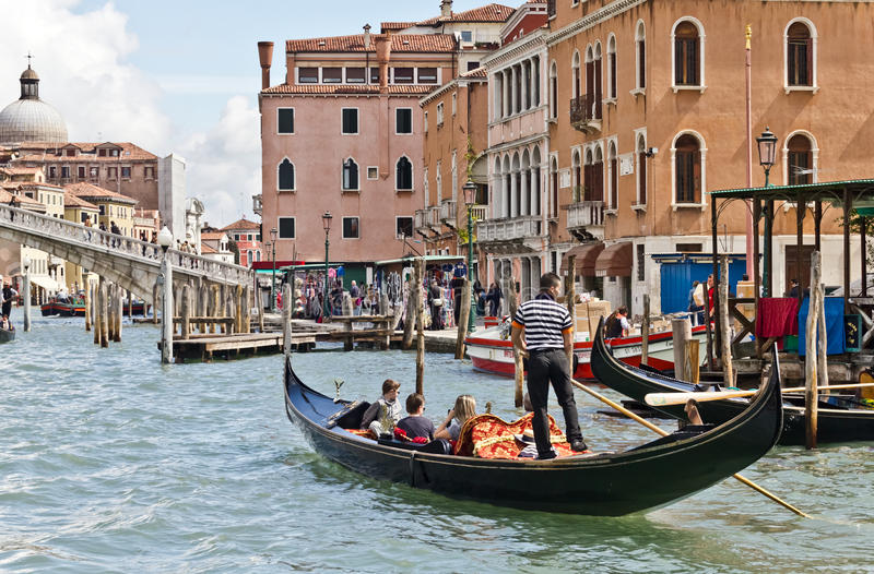 Gondelier op het Grote Kanaal van Venetië royalty-vrije stock fotografie