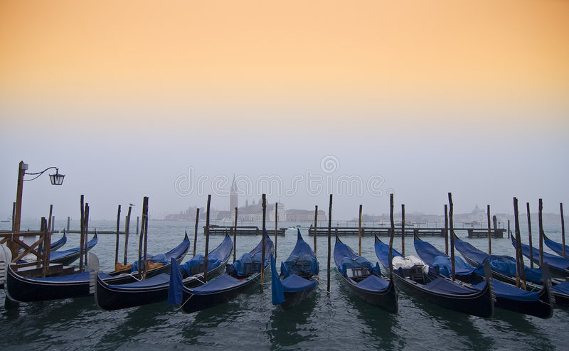 Gondeln in Venedig stockfotos