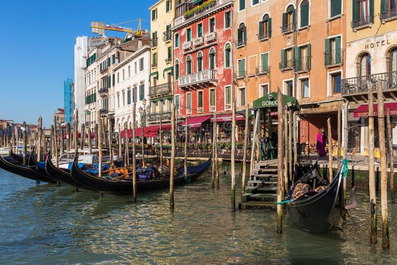 Gondelparkeren in Grand Canal in Venetië, Italië royalty-vrije stock foto
