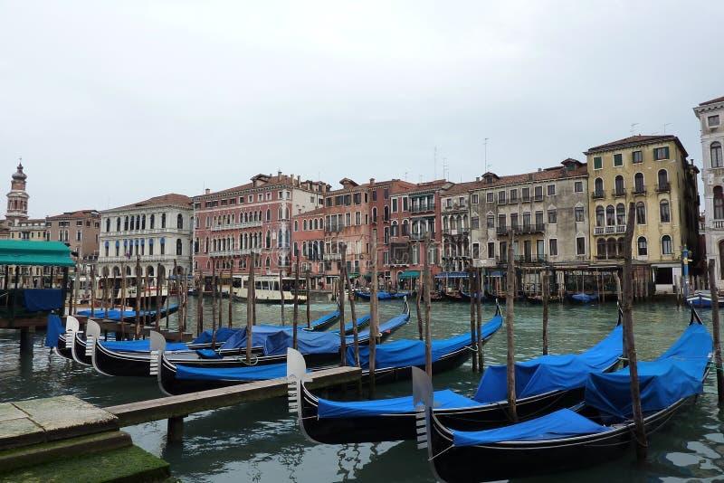 Gondels die in Venetië parkeren royalty-vrije stock foto's