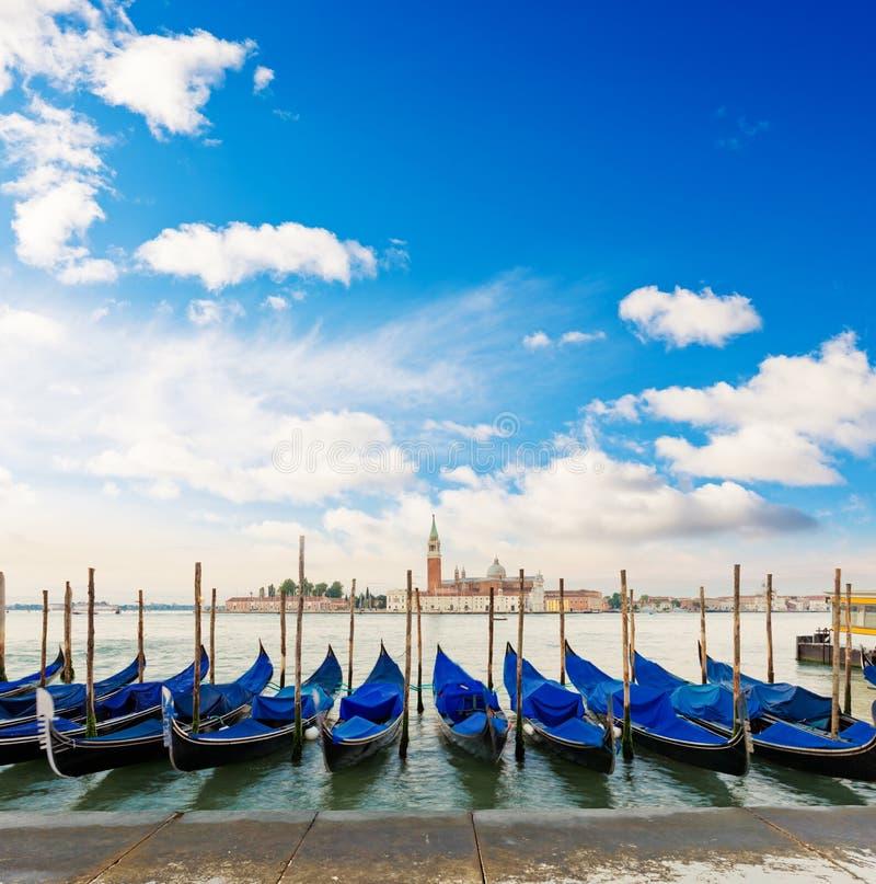 Gondels door het Tekenvierkant dat van Heilige worden vastgelegd Venetië, Venezia, Italië stock foto's