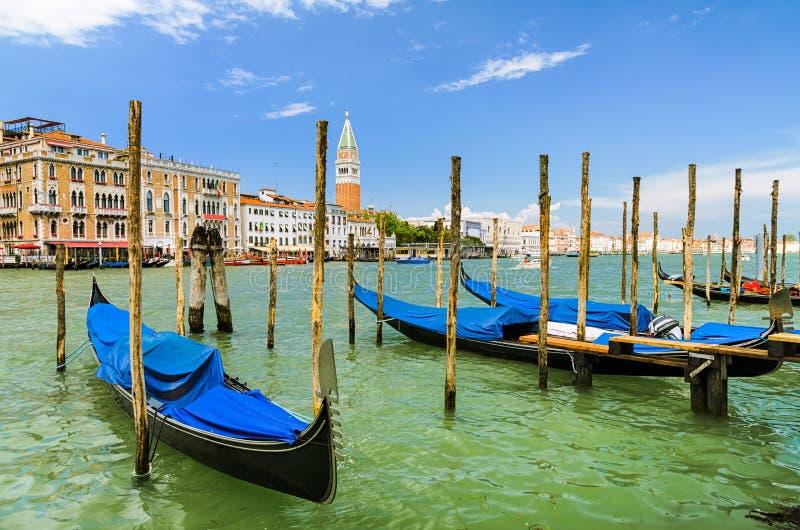Gondels op het Grote Kanaal in Venetië, Italië stock foto's