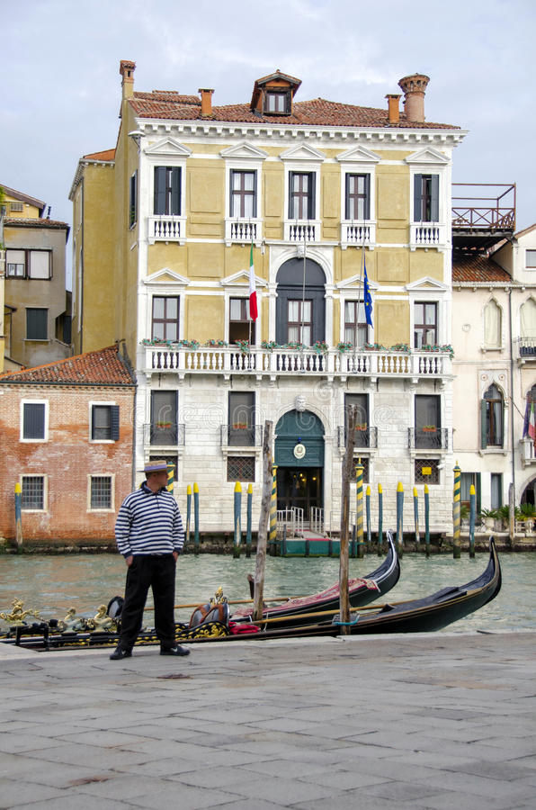 Download Gondola And Gondolier In Venice Editorial Image - Image of city, famous: 29399195