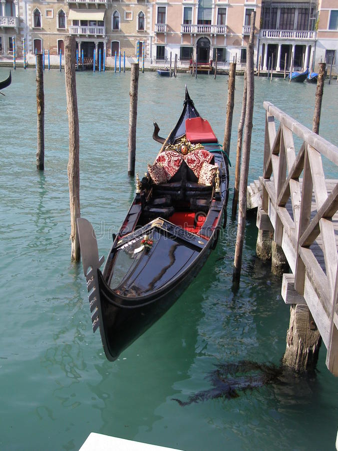 Download Gondola In Venice Stock Images - Image: 13977994