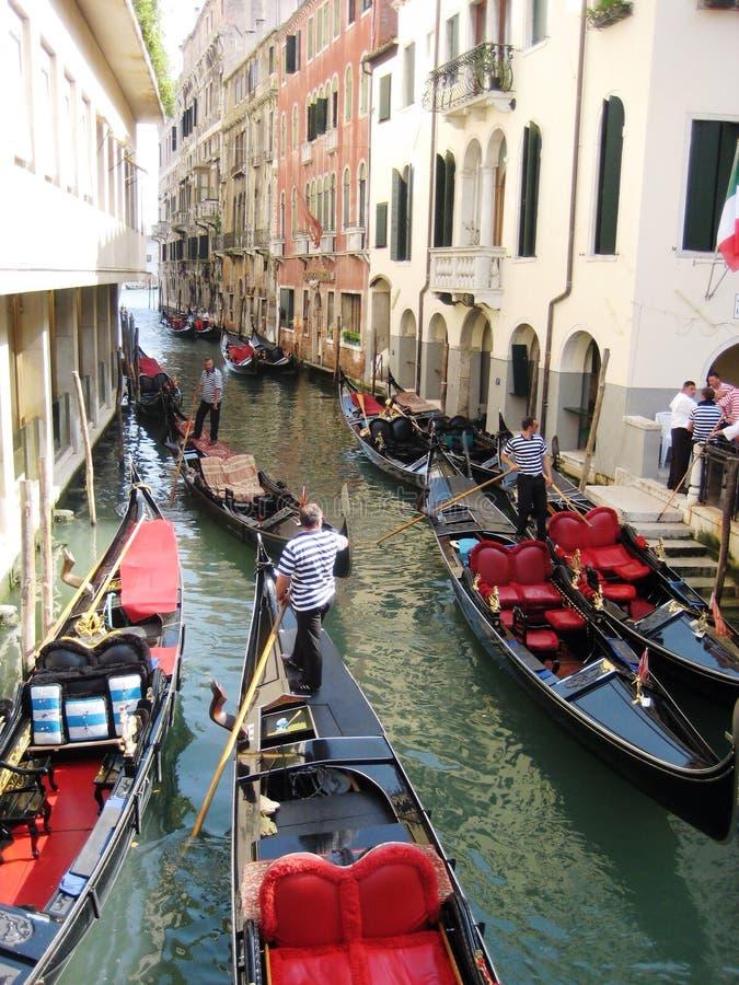 Download Gondole image stock éditorial. Image du bateau, italie - 45354809
