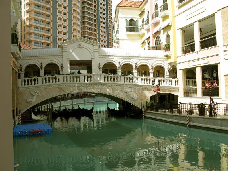 Gondole, centro commerciale di Venezia Grand Canal, collina di McKinley, Taguig, Filippine immagini stock libere da diritti