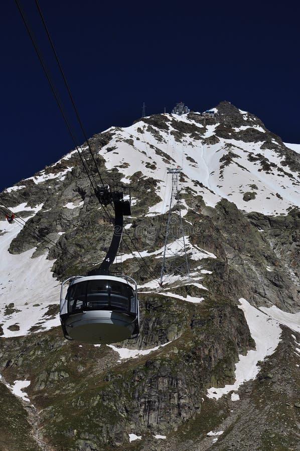Gondole de benne suspendue de Skyway chez Mont Blanc, Alpes, Italie image libre de droits