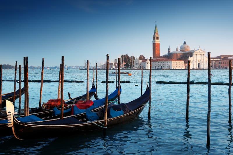Gondole na kanał grande i San Giorgio Maggiore kościół w Wenecja obraz royalty free