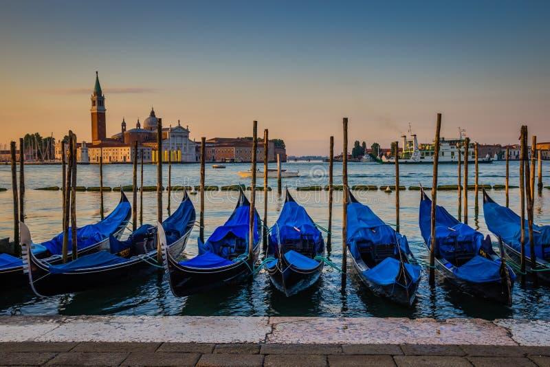 Gondole przy świtem, Wenecja, Włochy zdjęcie stock