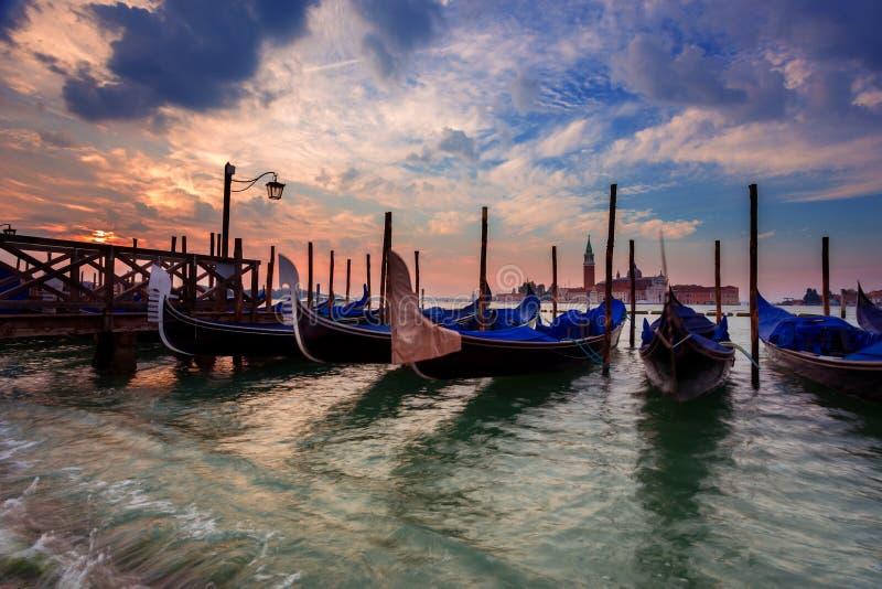 Download Gondole Wenecji obraz stock. Obraz złożonej z ranek, niebo - 57655741