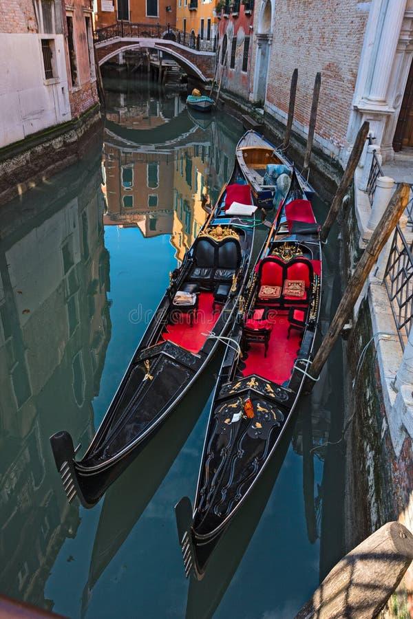 Gondoler i en Venetian kanal royaltyfri bild