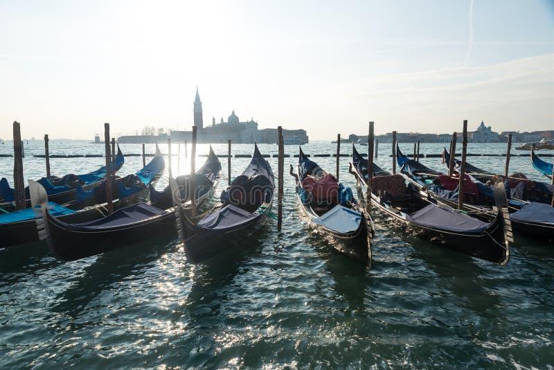 Gondoler i Venedig Italien royaltyfria foton