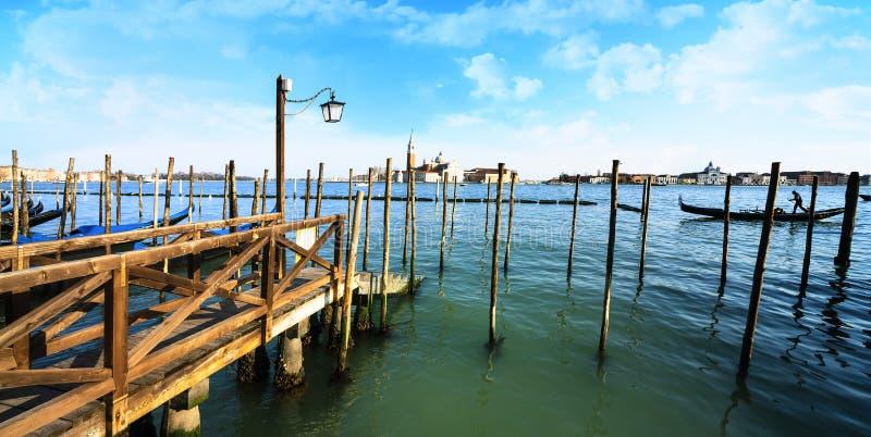 Gondoler i Venezia arkivfoton