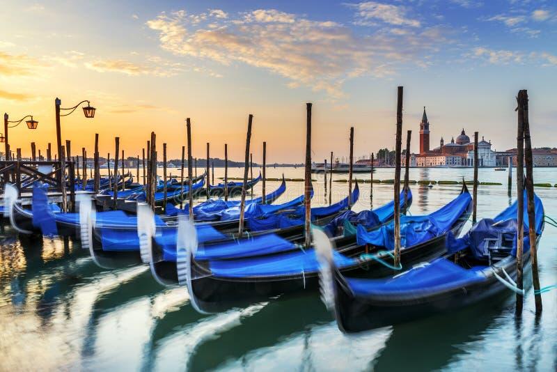 Gondoler i Venezia arkivfoto