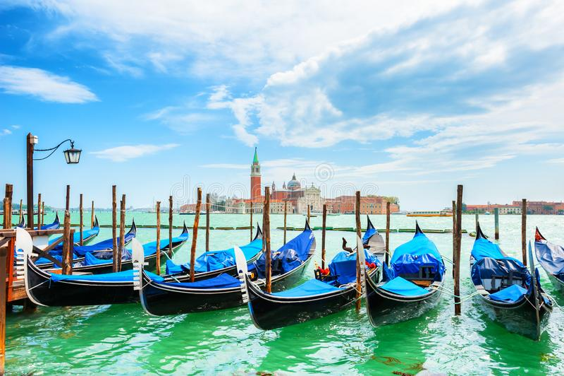 Gondoler på den storslagna kanalen nära den San Marco fyrkanten i Venedig, Italien royaltyfria foton