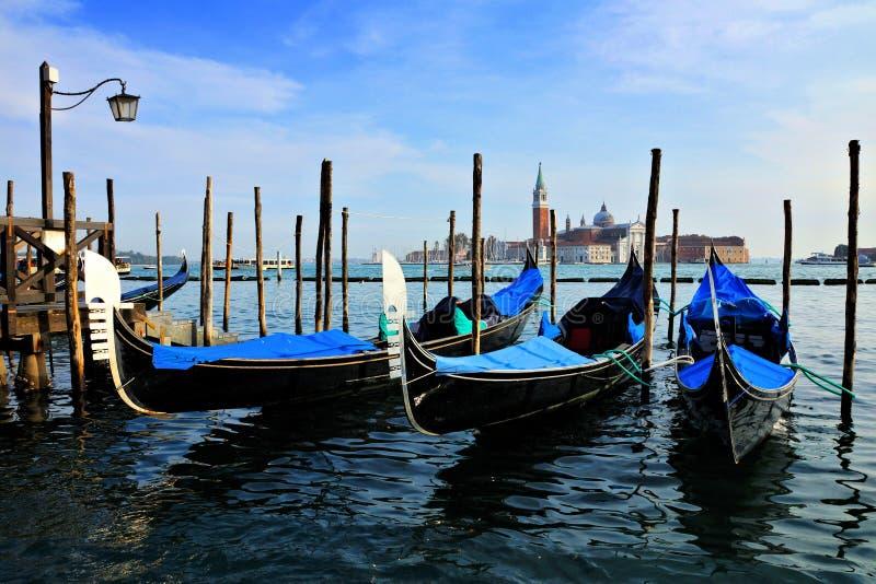 Gondoler på St-fläckar kvadrerar, Venedig, Italien royaltyfri bild