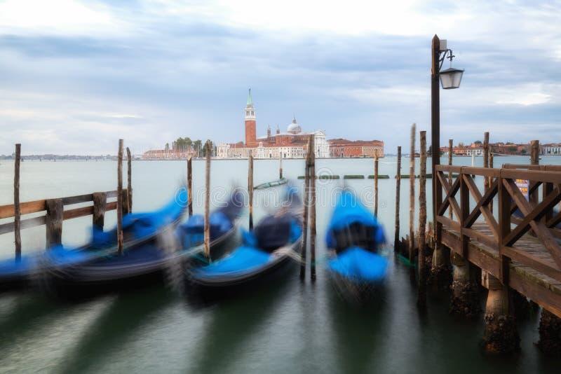 Gondoler p? Sts Mark fyrkant i Venedig - Italien arkivfoton