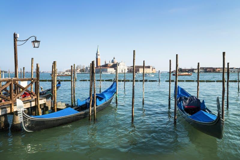 Gondoler i Venezia arkivbild