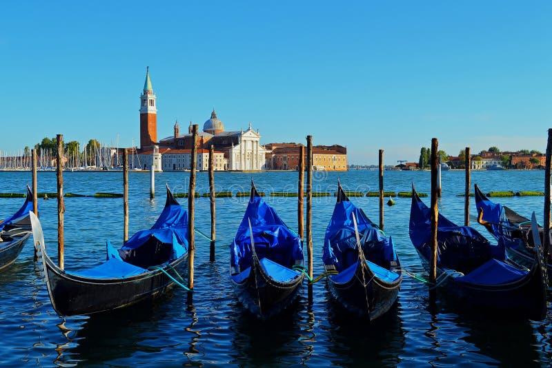 Gondoler uppställda i Venedig royaltyfria bilder