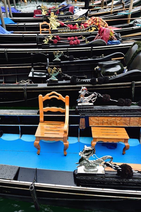 Download Gondoles photo stock. Image du venise, transport, course - 45351142