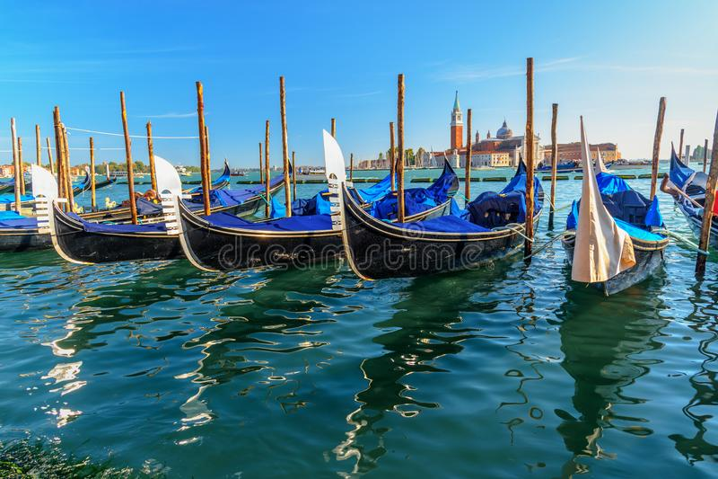 Gondoles amarrées par Piazza San Marco Venise l'Italie photos libres de droits