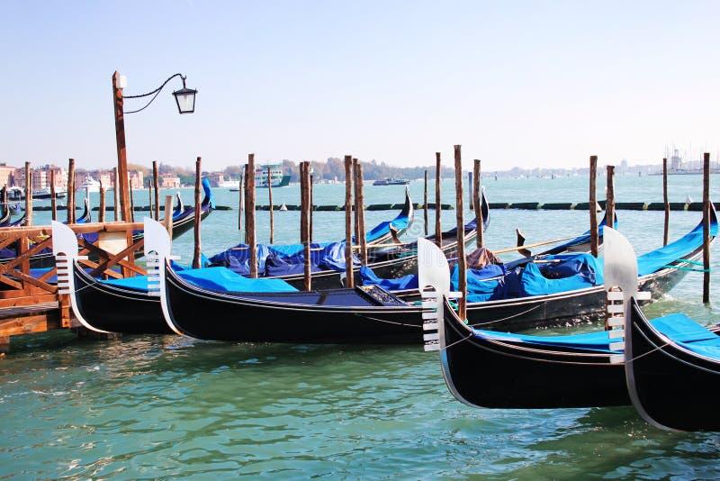 Gondoles sur le canal grand, Venise image libre de droits