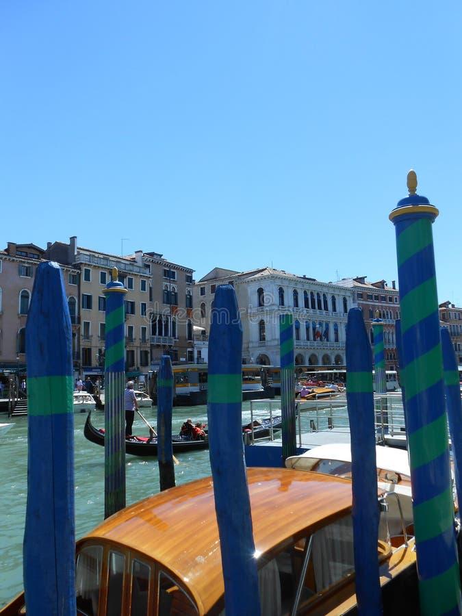 Gondoles sur le canal grand, Venise, Italie photos stock