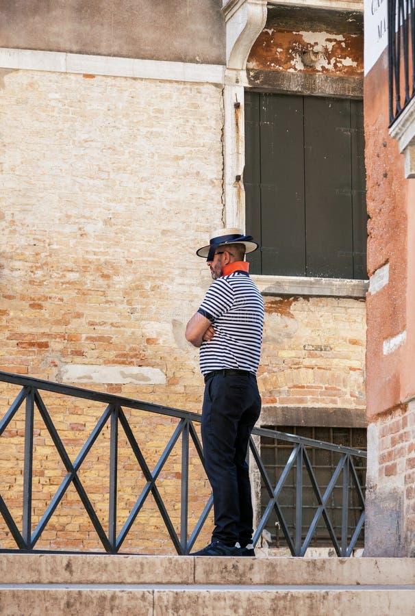 Gondolier à Venise photos stock
