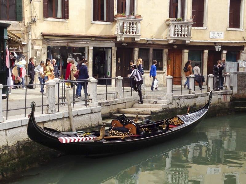 Gondolier à Venise, Italie image libre de droits