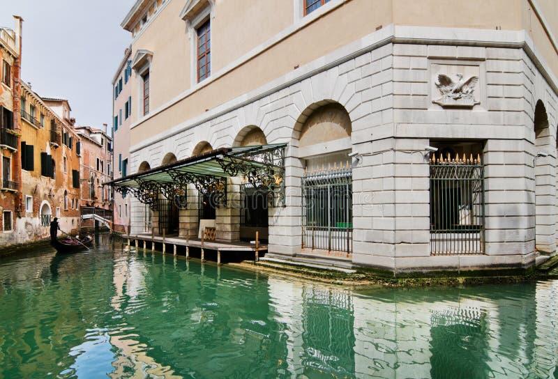 gondolier fenice Λα κοντά στο θέατρο στοκ εικόνα με δικαίωμα ελεύθερης χρήσης