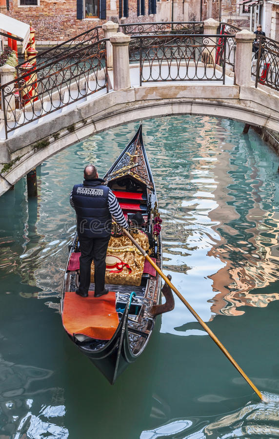 Download Gondolier editorial photo. Image of carnival, canal, landmark - 38998671