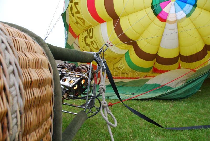 Gonflage du ballon à air chaud photos stock