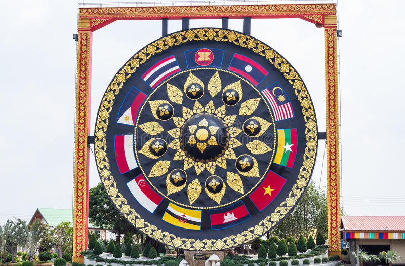 Gong gigante immagine stock