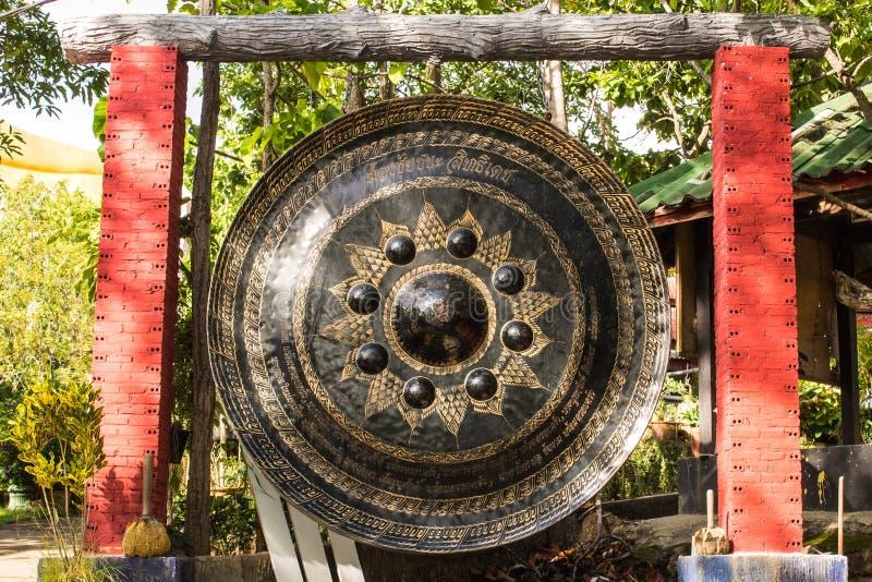 Gongo grande em Wat Mokkanlan, Chomthong Chiangmai Tailândia imagem de stock