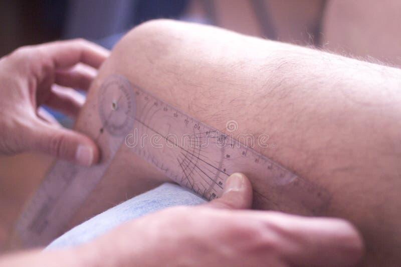 Goniómetro de la terapia física foto de archivo