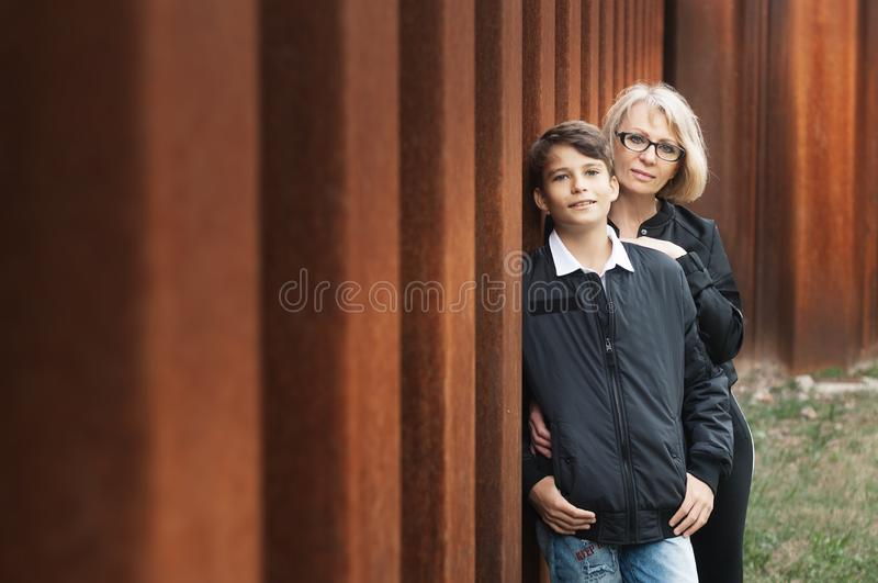 Good-looking, single-parent mom and teen son in the park. Photo stock photography