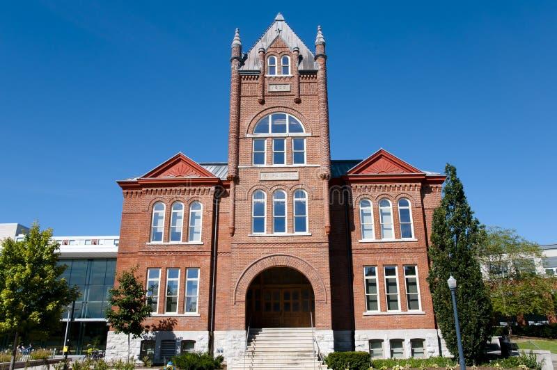 Goodes Hall Building på universitetet för drottning` s - Kingston - Kanada royaltyfria bilder