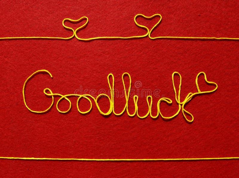 goodluck丝带问候和心脏在红色背景