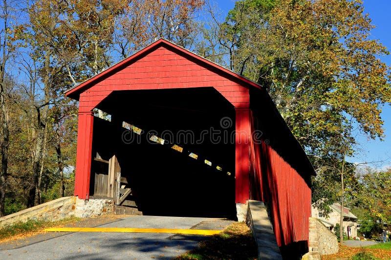 Goodville, PA: Basenu kuźnia Zakrywający most fotografia stock
