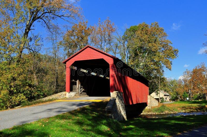 Goodville, PA: Basenu kuźnia Zakrywający most fotografia royalty free