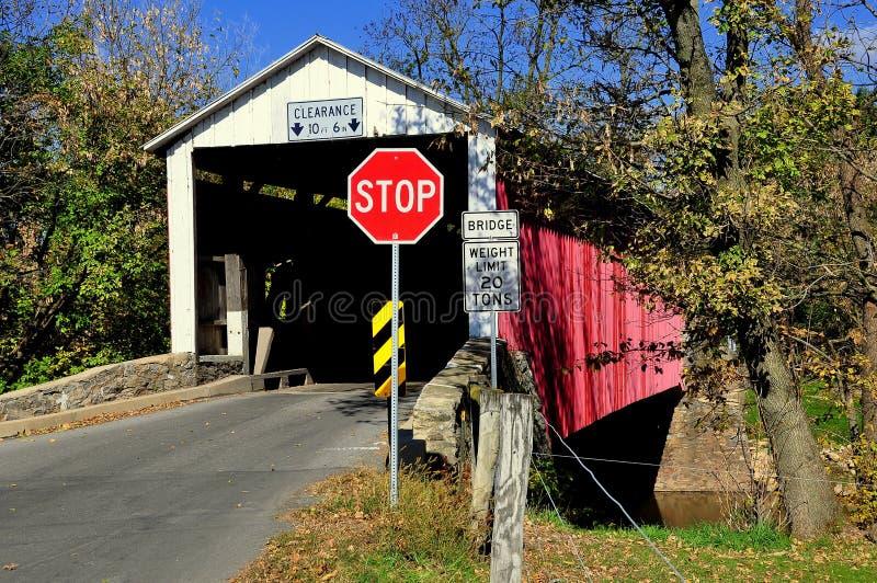 Goodville, PA: Conestoga rzeka Zakrywający most obraz stock