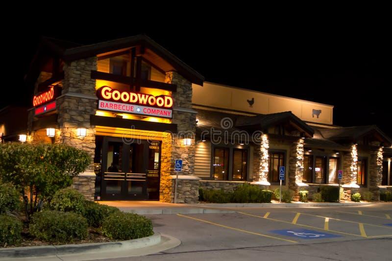 Goodwood-Gebäude @ Nacht stockbild