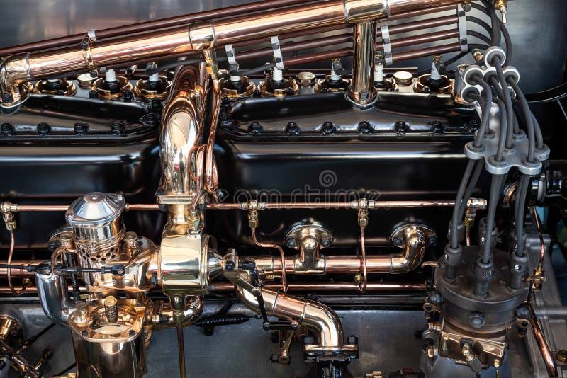 GOODWOOD, SUSSEX/UK OCIDENTAL - 14 DE SETEMBRO: Baía de motor de um Rolls fotos de stock