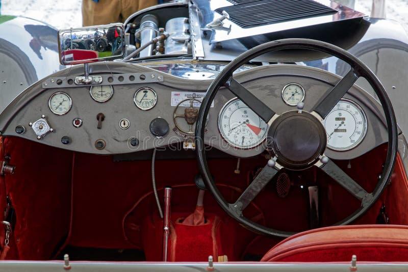 GOODWOOD, SUSSEX/UK OCIDENTAL - 14 DE SETEMBRO: Cabina do piloto do vintage velho imagem de stock royalty free