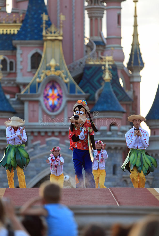 Goofy and dancers royalty free stock images